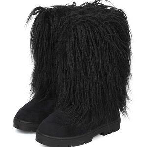 Soft Furry Black Lug Sole Winter Boots